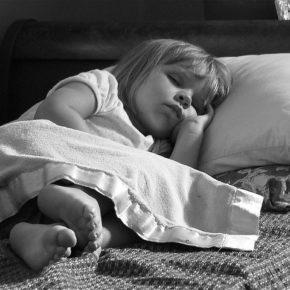Ce faci când copilul se trezește noaptea de foame?