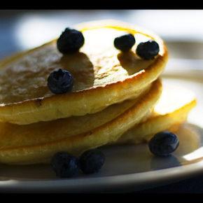pancakes cu lapte de cocos și banană