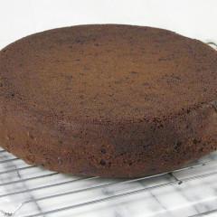 Prăjitură cu sfeclă roșie și ciocolată amară (de la 3 ani)