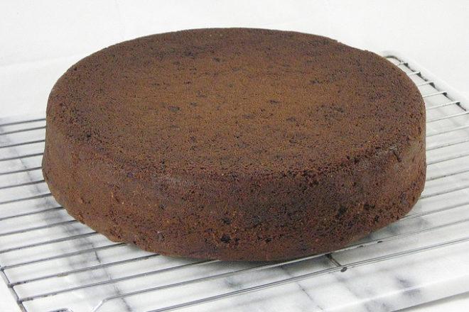 prăjitură cu sfeclă roșie și ciocolată amară