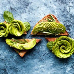 Pate de avocado și broccoli
