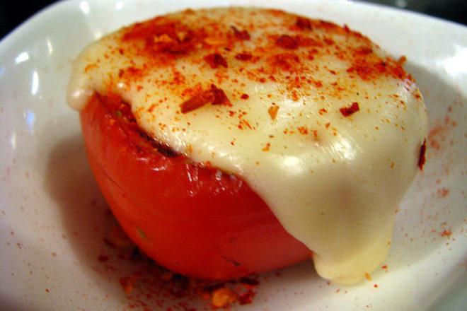 roșii coapte cu brânză mozzarella
