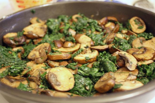 mâncare de spanac cu ciuperci