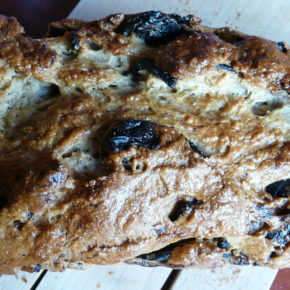Pâine dulce cu prune uscate (de la 1 an)