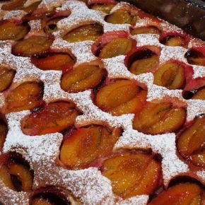 Prăjitură cu fructe de sezon (de la 3 ani)