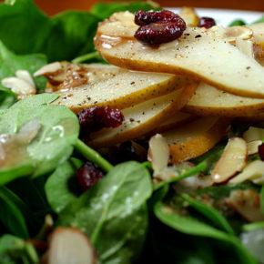 salată de spanac cu pere și nuci