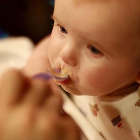Cantitatea de mâncare necesară bebelușului