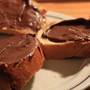cremă de ciocolată cu alune de pădure