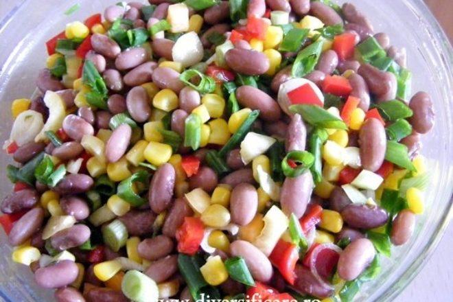 salată de fasole și porumb