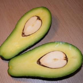 Salată cu avocado (de la 1 an)