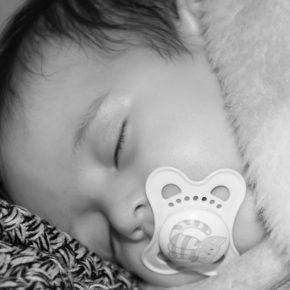 Somnul bebelușilor, o provocare pentru mămici