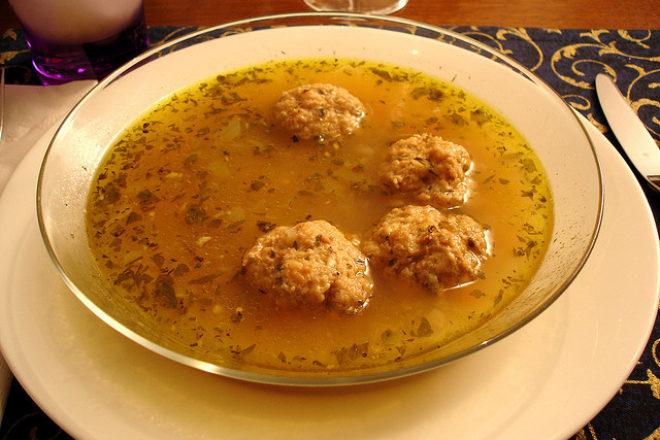 supă cu perişoare din pește