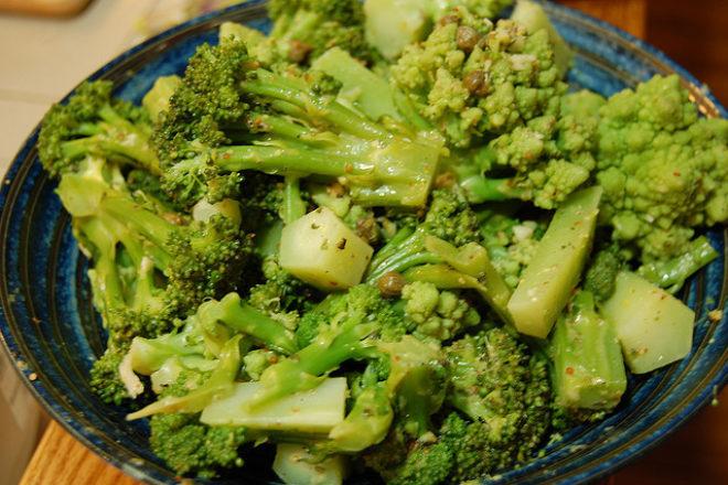salată de broccoli