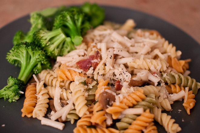 fussilli cu broccoli și ciuperci