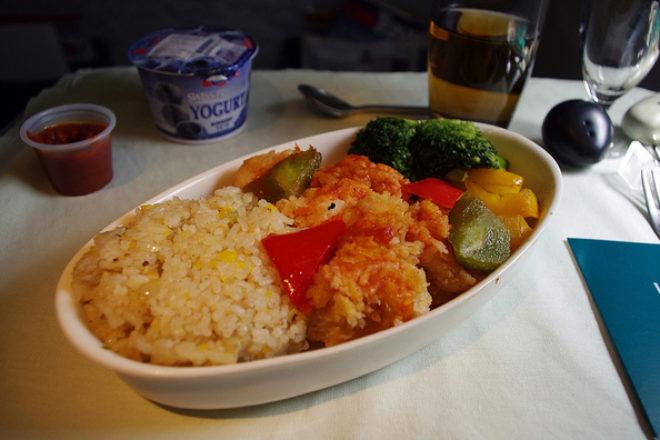 salată de orez şi curry