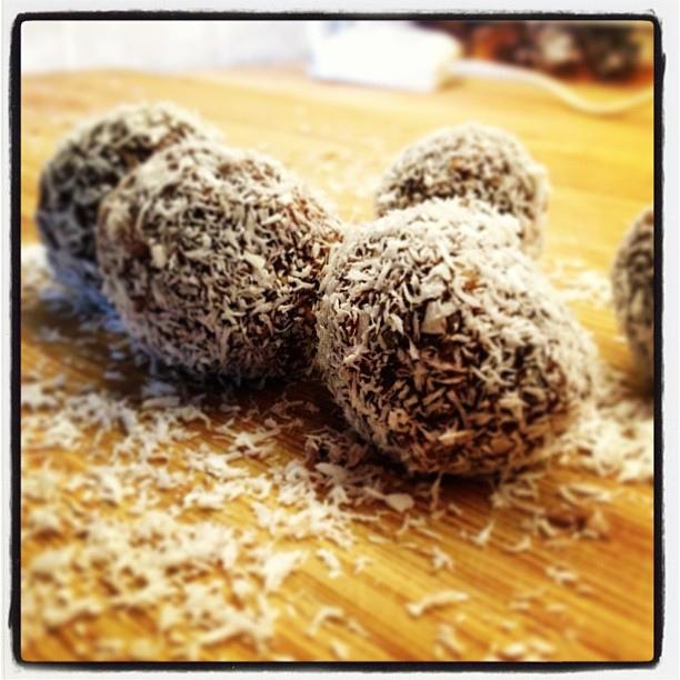bomboane din cireșe și cocos
