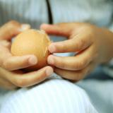 Cum să cureți eficient coaja de ou
