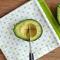 Cum să cureți un avocado