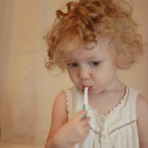 Fluorul, fluoroza dentară și caria de biberon