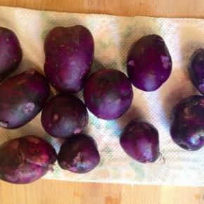 salata din cartofi violet