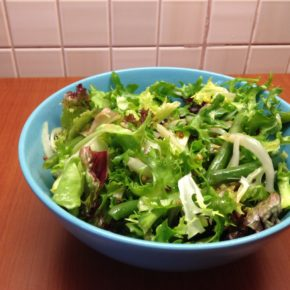 Salată de rucola cu fasole franţuzească (de la 1 an)