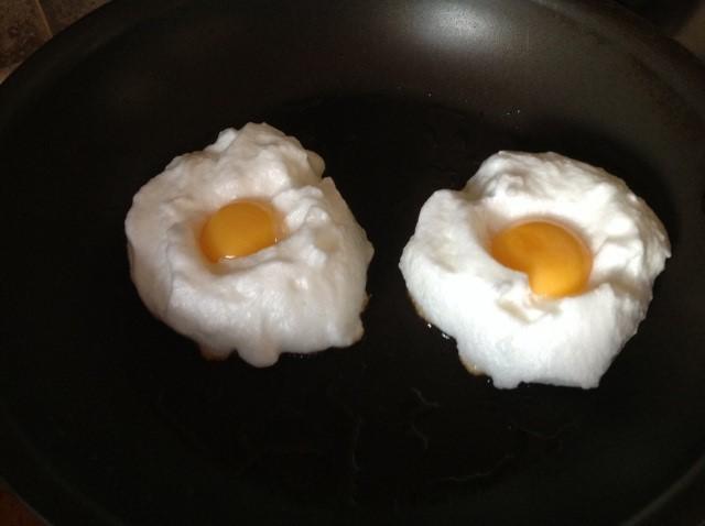 ouă pufoase