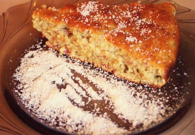 Prăjitură cu rubarbă și banane