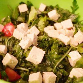 Salată de rucola cu tofu (de la 1 an)