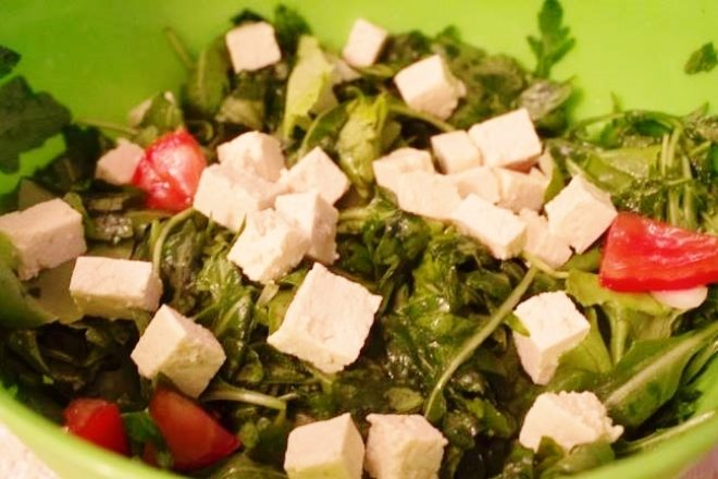 Salată de rucola cu tofu