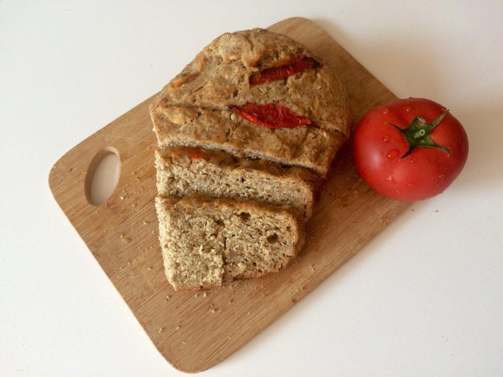Pâine cu semințe și roșie, fără drojdie