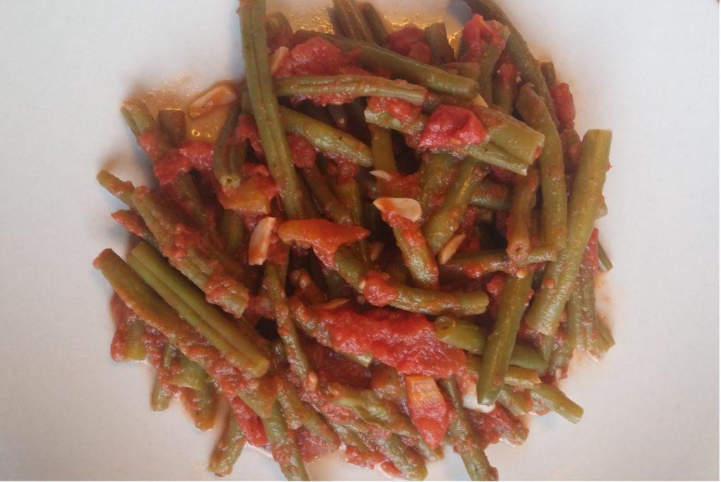 Păstăi cu sos de roșii