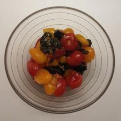 Salată de roșii cherry cu măsline (după 1 an)