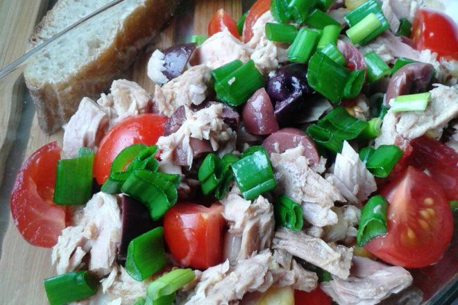 Salată de ton cu măsline