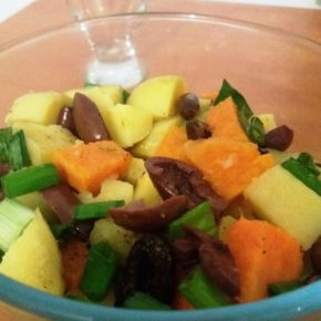 Salată cu cartofi în două culori (de la 1 an)
