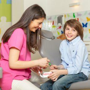 7 beneficii ale trainerului dentar, primul aparat ortodontic al copilului