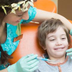 10 sfaturi de la medicul dentist pediatru, pentru o vacanţă liniştită