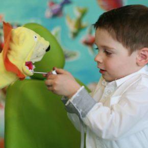 Prima vizită la medicul dentist pediatru