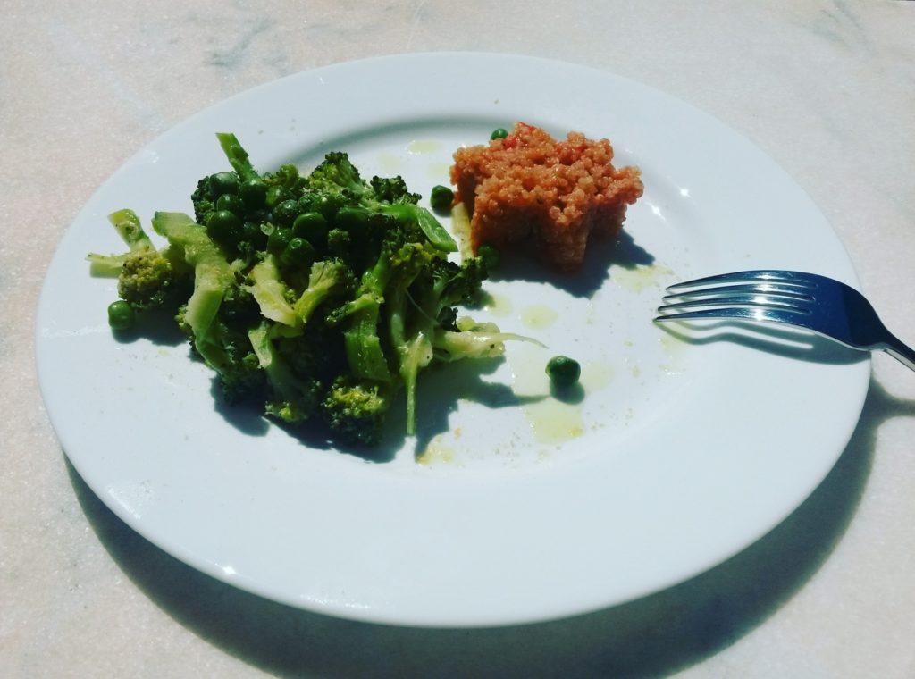 Quinoa cu broccoli și mazăre