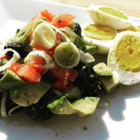 Salată cu avocado, măsline și praz (de la 1 an)