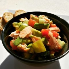 Salată cu somon și avocado (de la 1 an)