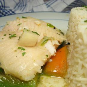 pește fiert în lapte, cu orez și avocado