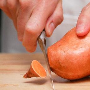 Cartof dulce cu roșii și ou