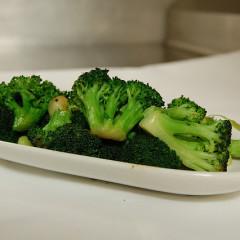 Straturi colorate: broccoli, cartofi și morcovi (de la 8 luni)